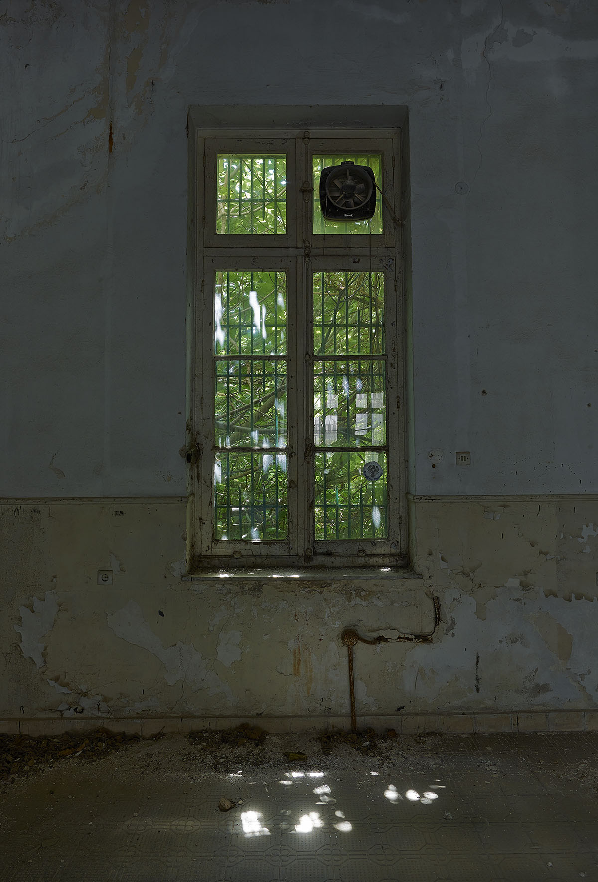 Fokion zissiadis interiors in decay for 20 40 window